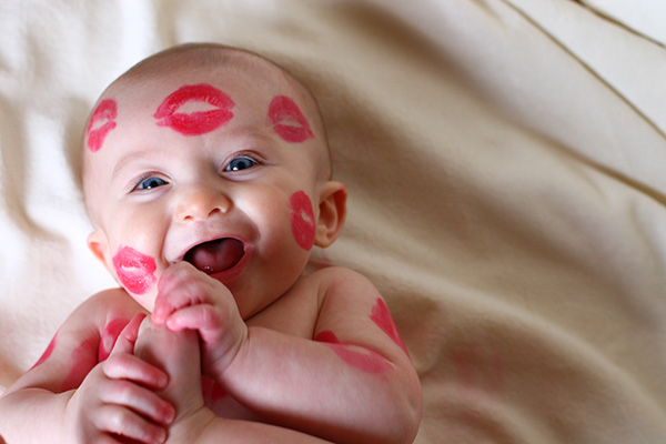 10 tips for taking baby kiss photos