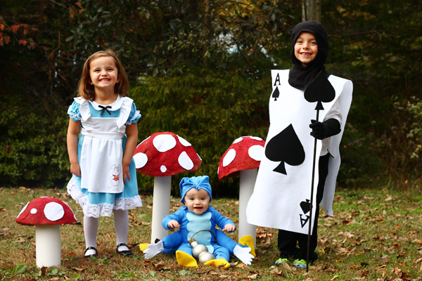 Family Alice in Wonderland costumes with DIY instructions