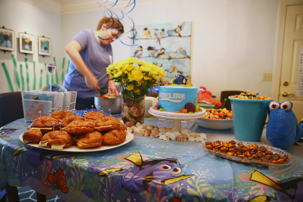 Finding Dory birthday party with Finding Dory games, Finding Dory crafts and a Finding Dory cake