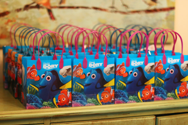 Finding Dory party favors